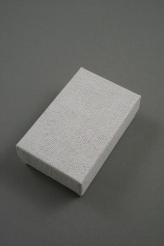 Cream Linen Effect Gift Box with Black Flocked Inner. Approx Size: 5cm x 8cm x 2.5cm.